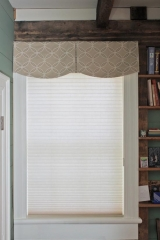 <h5>Custom Scalloped Valance</h5>